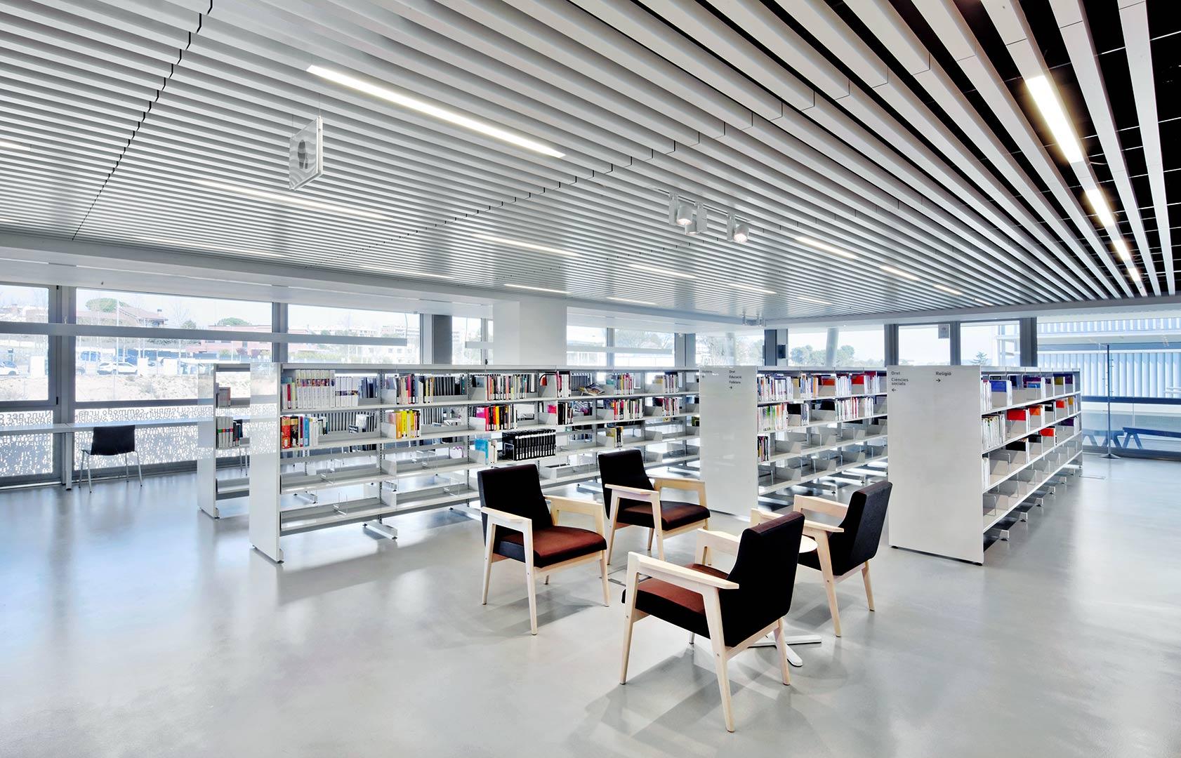 Marta Pessarrodona Library